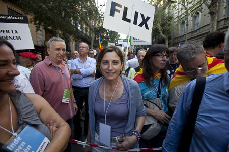 La presidenta de la ANC, Carme Forcadell, en la cabecera de la manifestacin. 