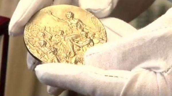 Surt a subhasta un or olímpic de Jesse Owens als Jocs de Berlín de 1936.