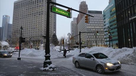 Las calles del centro de Detroit cubiertas de nieve.