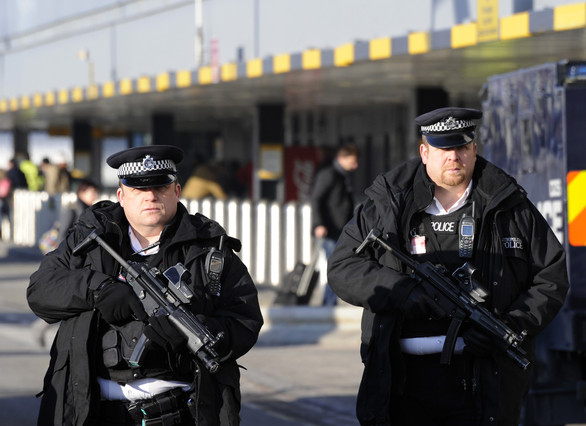 Agentes de policía en el aeropuerto de Heathrow, en una imagen del 2010.