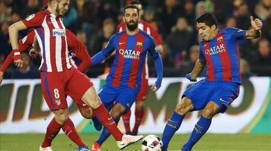 El Barça recorre l'expulsió de Luis Suárez i la groga de Busquets