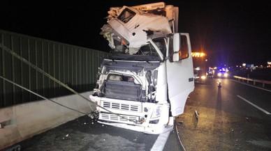 Una dona morta i 10 ferits al col·lisionar un camió i un autobús a Múrcia