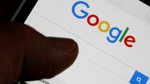 Un usuario usa el buscador de Google en su smartphone.