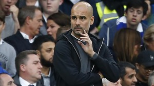 aguasch40357368 manchester city s spanish manager pep guardiola watches from170930194850