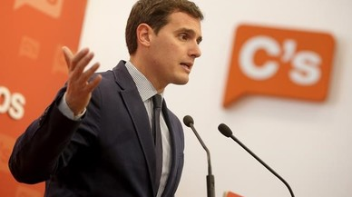 PP i C's insten el PSOE a no demorar la decisió sobre Rajoy