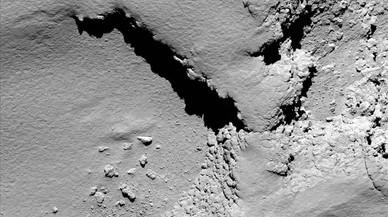 Imagen del cometa 67P Churyumov-Gerasimenko captada por la sonda 'Rosetta' desde una altura de 5,8 kil�metros, poco antes del impacto.