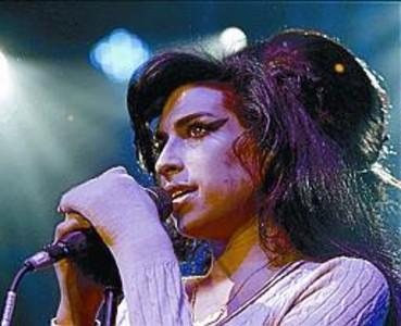 "Amy Winehouse muri� a causa de una ""intoxicaci�n et�lica"""