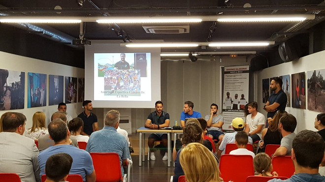 El jugador de la Real Sociedad Alberto de la Bella organiza un campus de fútbol en Santa Coloma