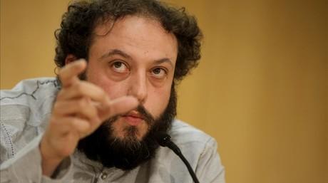 El concejal de Ahora Madrid Guillermo Zapata, en la rueda de prensa en la que ha anuniado su dimisi�n, este lunes, 15 de junio.