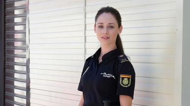 Elena Rivera se viste de policía