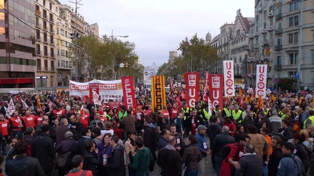Milers de persones clamen contra les retallades a Barcelona