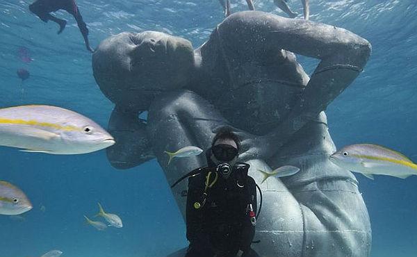Les Bahames col·loquen en les seves aigües l'escultura submergida més gran del món
