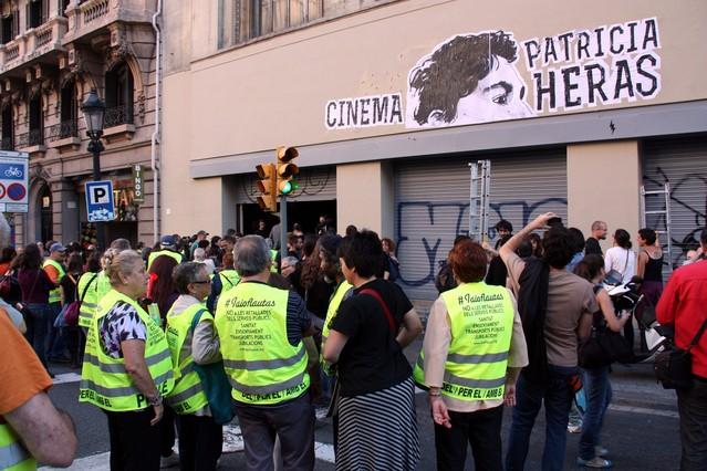 Ocupado el antiguo Palau del Cinema, en la Via Laietana