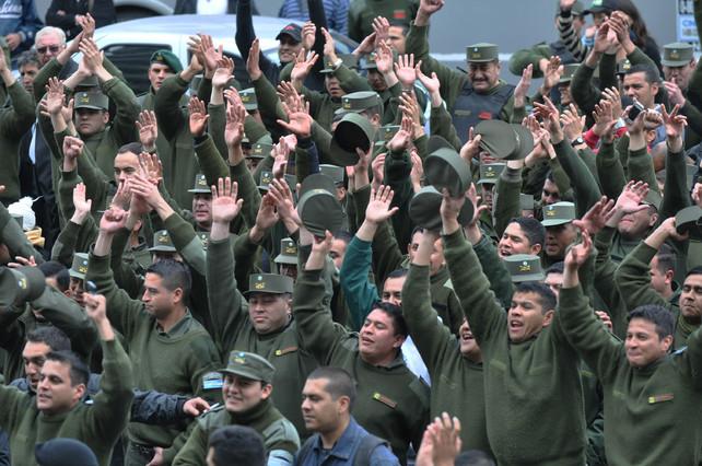 Una huelga de la polic�a militar amenaza con un grave conflicto pol�tico en Argentina