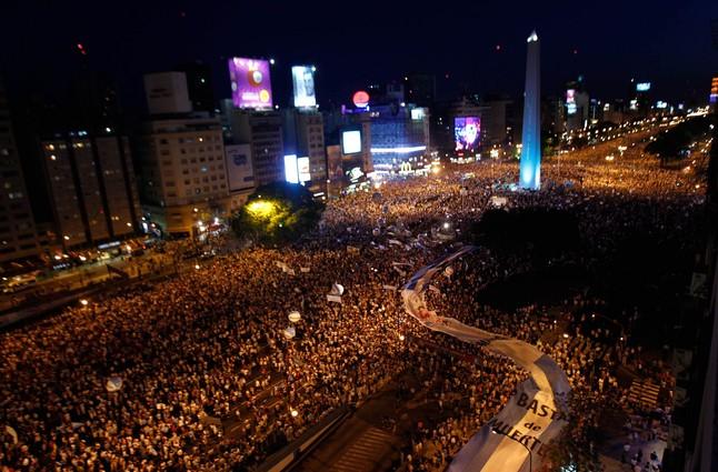 Miles de argentinos salen a la calle para protestar contra Fern�ndez de Kirchner