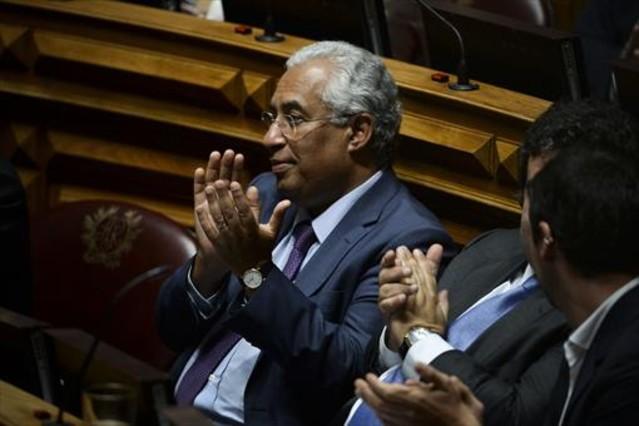 Una coalición de izquierdas hace caer a Passos Coelho en Portugal