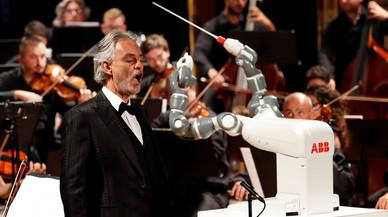 Yumi, el robot director de orquesta que hace sombra a Andrea Bocelli