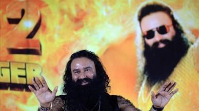La condemna per violació al líder d'una secta causa greus disturbis a l'Índia