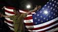 Un hombre celebra frente a la Casa Blanca, en Washington, la muerte de Osana bin Laden.