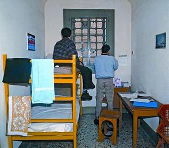 Una cel·la de la presó de Nàpols, on està pres el rentacotxes de Montgat.