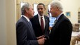 Obama, con los expresidentes George W. Bush y Bill Clinton, en enero del 2010.