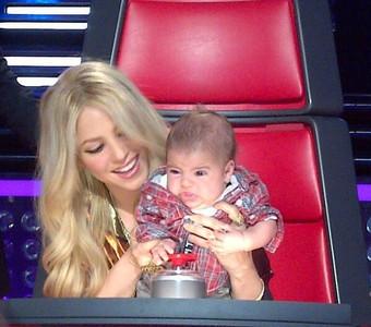 Shakira con su hijo Milan, en el concurso 'The Voice', el pasado 12 de abril.