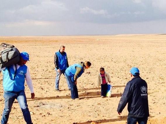 El equipo de la ONU con Marwan, en pleno desierto.