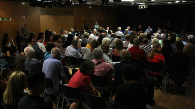 El tenso final de la reuni�n entre el Ayuntamiento de Barcelona y los vecinos de la Barceloneta.