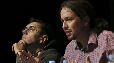 Pablo Iglesias (derecha) y Juan Carlos Monedero, en la presentaci�n del libro del l�der de Podemos este viernes en Madrid.
