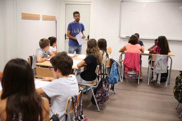 Creu roja pide que se agilicen los tr mites para dar becas for Becas comedor barcelona