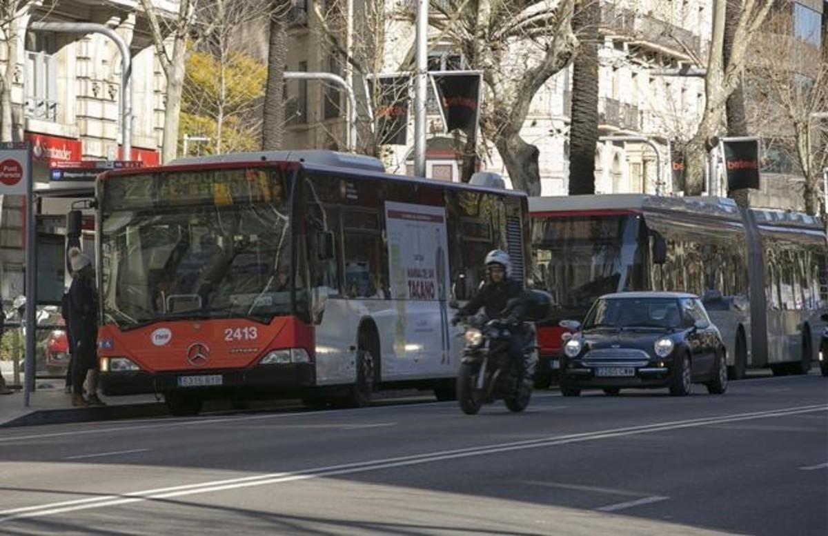 zentauroepp37209652 barcelona 08 02 2017 autobuses en la diagonal fotografia 170208180348
