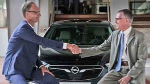 opel-ceo-michael-lohscheller-psa-group-ceo-carlos-tavares