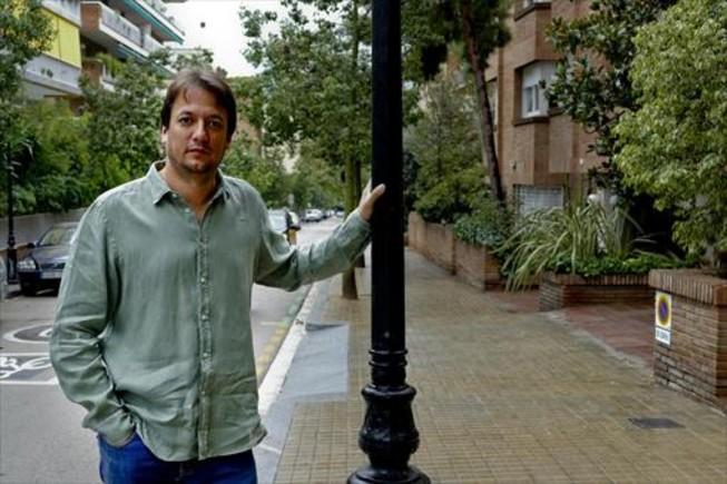 Luis Tusell, en la calle de Nena Casas, en el centro de Tres Torres.