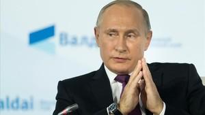 mbenach40604299 russian president vladimir putin gestures as he speaks durin171020210924