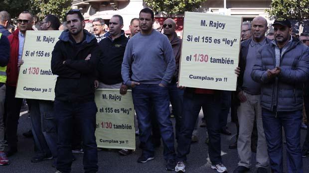 Protesta dels taxistes de Barcelona davant de la Delegació del Govern