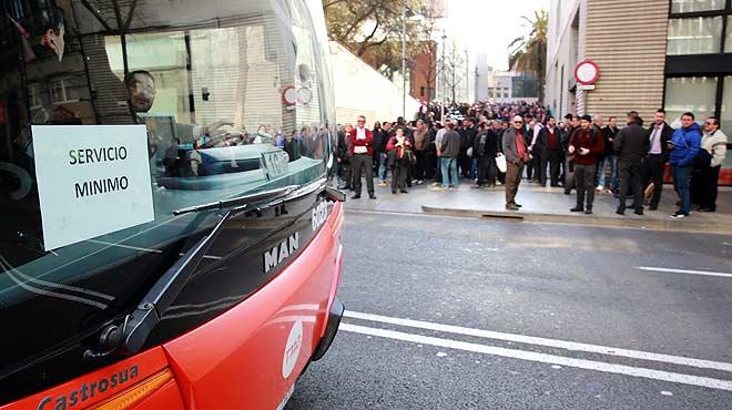 Los trabajadores de autobuses de Barcelona han hecho huelga entre las diez de la ma�ana y las cuatro de la tarde.
