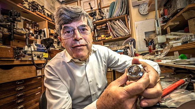 Las innovadoras creaciones de este extremeño autodidacta afincado en Barcelona, con modelos como el Oceana, ha marcado un hito en la relojería española y mundial.