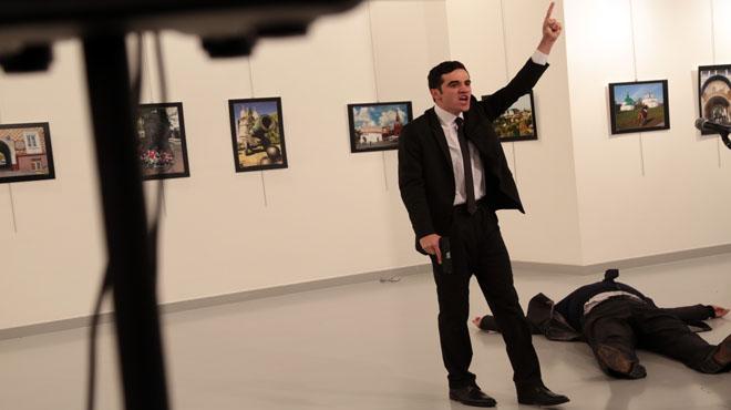 Assassinat a Ankara l'ambaixador rus a Turquia.