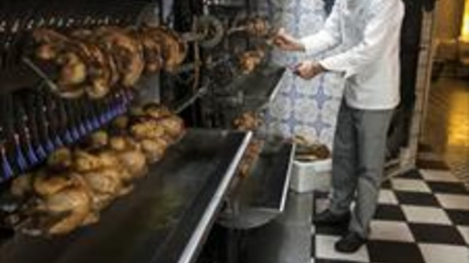 Els pollastres de Chez Cocó, fent-se a foc lent.