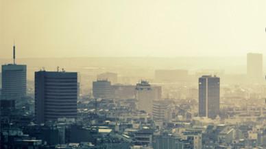 El veto a los vehículos más contaminantes divide a la población