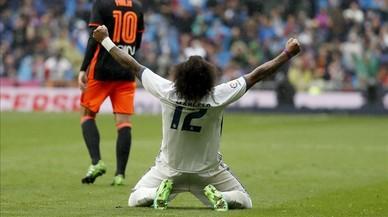 El defensa brasileno del Real Madrid Marcelo celebra su gol que le dio el triunfo a su equipo.