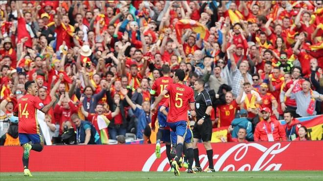 Piqué salva Espanya