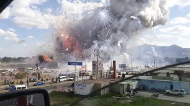 Almenys 36 morts en una explosió en un mercat de pirotècnia a Mèxic