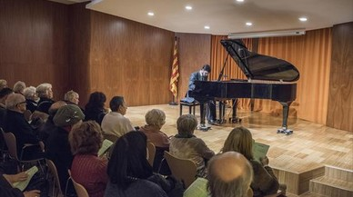 Gratuito 8 El argentino Rodrigo Tavera toca en el Sant Pere Apòstol.