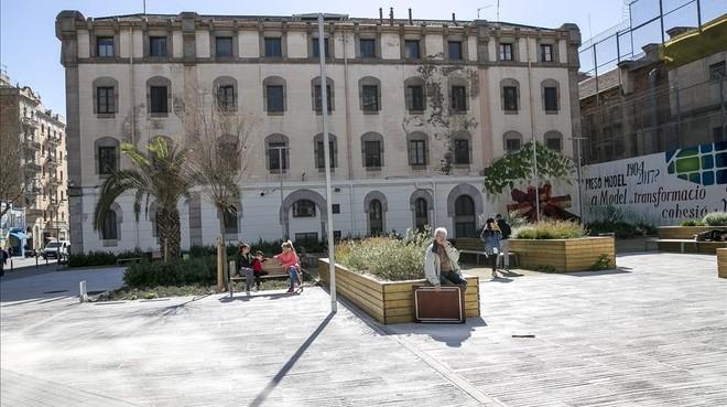 Solar en la esquina de las calles Rosselló yEntença, donse se ubicarán los barracones de la nueva escuela.