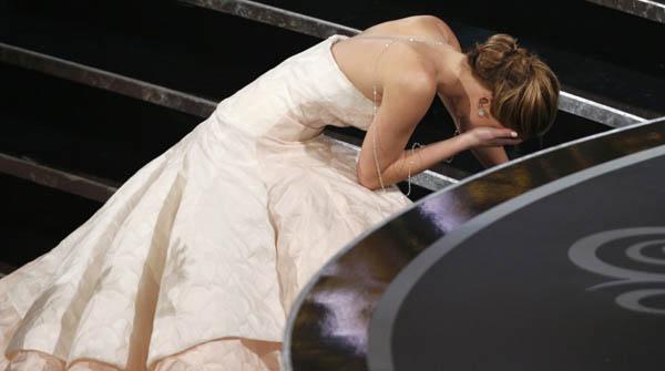 La caiguda de Jennifer Lawrence, una de les anècdotes de la gala dels Oscars