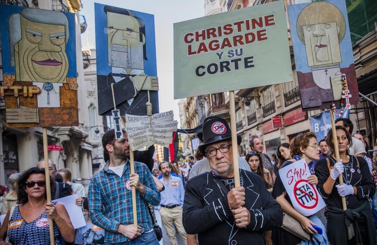 Protesta en Valencia contra el TTIP,el tratado de libre comercio entre la UE y Estados Unidos.