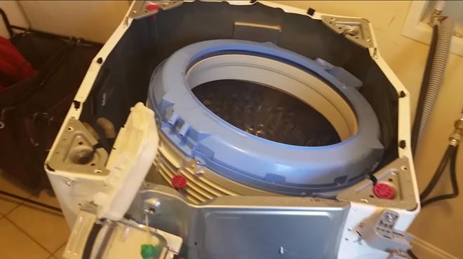 V�deo d'una rentadora de Samsung que ha explotat.