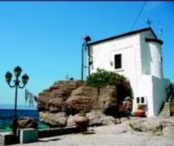 <b> De postal </b> Una de las casas típicas de Lesbos.