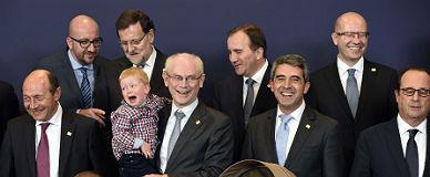Herman Van Rompuy se despide de los dirigentes europeos como presidente del Consejo posando con sus nietos, ayer en Bruselas.